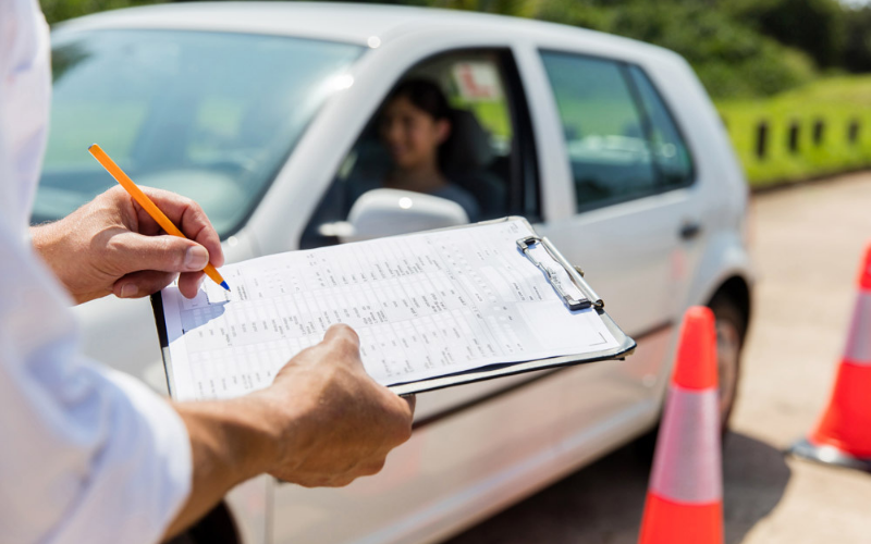 how much does it cost to go to a driving school